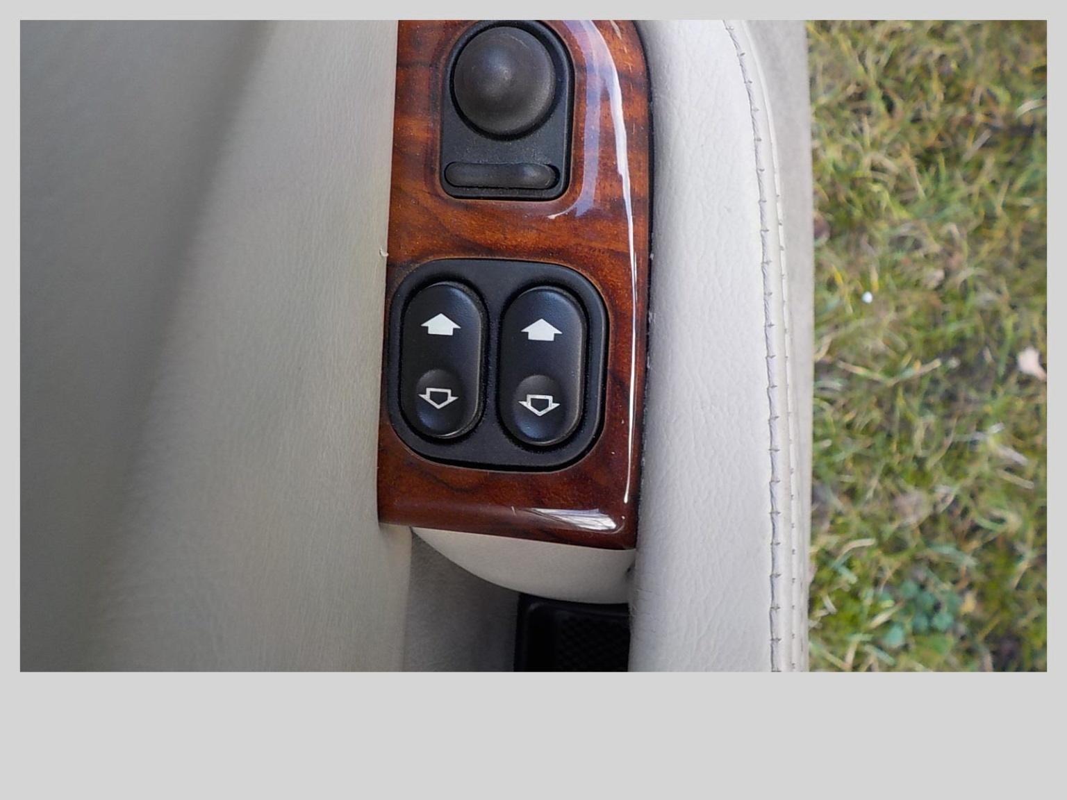 Jaguar-XKR-7