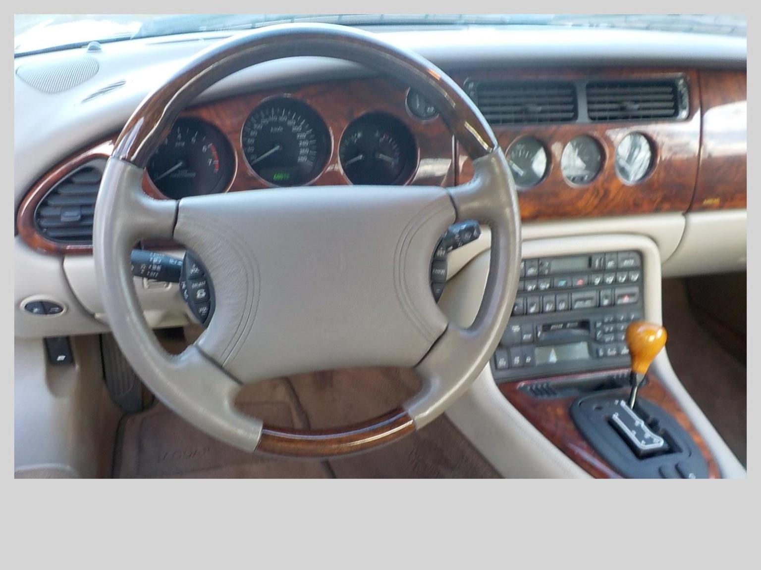 Jaguar-XKR-5